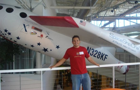 Junto al Spaceship One en Googleplex
