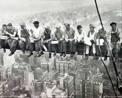 Trabajadores de un rascacielos en construccion